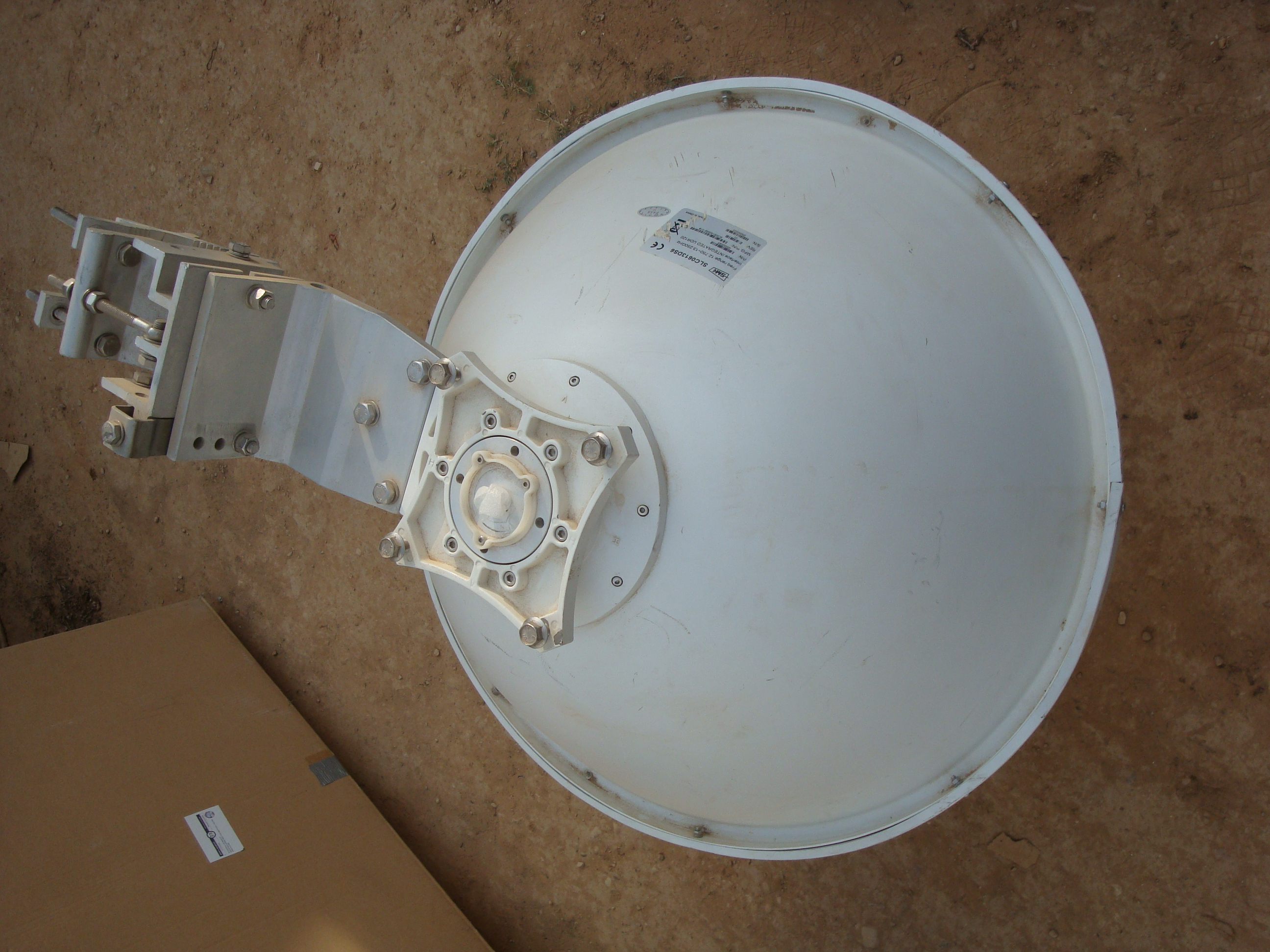 0.6M Antenna Dia. Freq. range 12.7-13.25Ghz with bracket